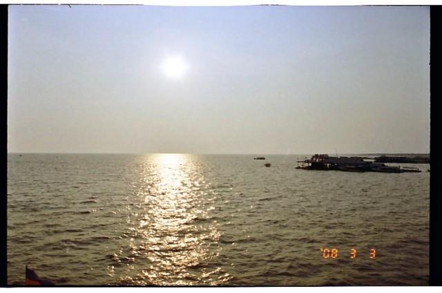 トンレサップ湖の夕日 (13).jpg