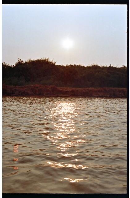 トンレサップ湖の夕日 (17).jpg