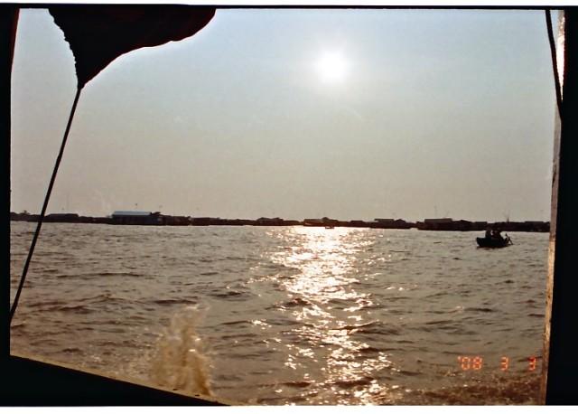 トンレサップ湖の夕日 (8).jpg